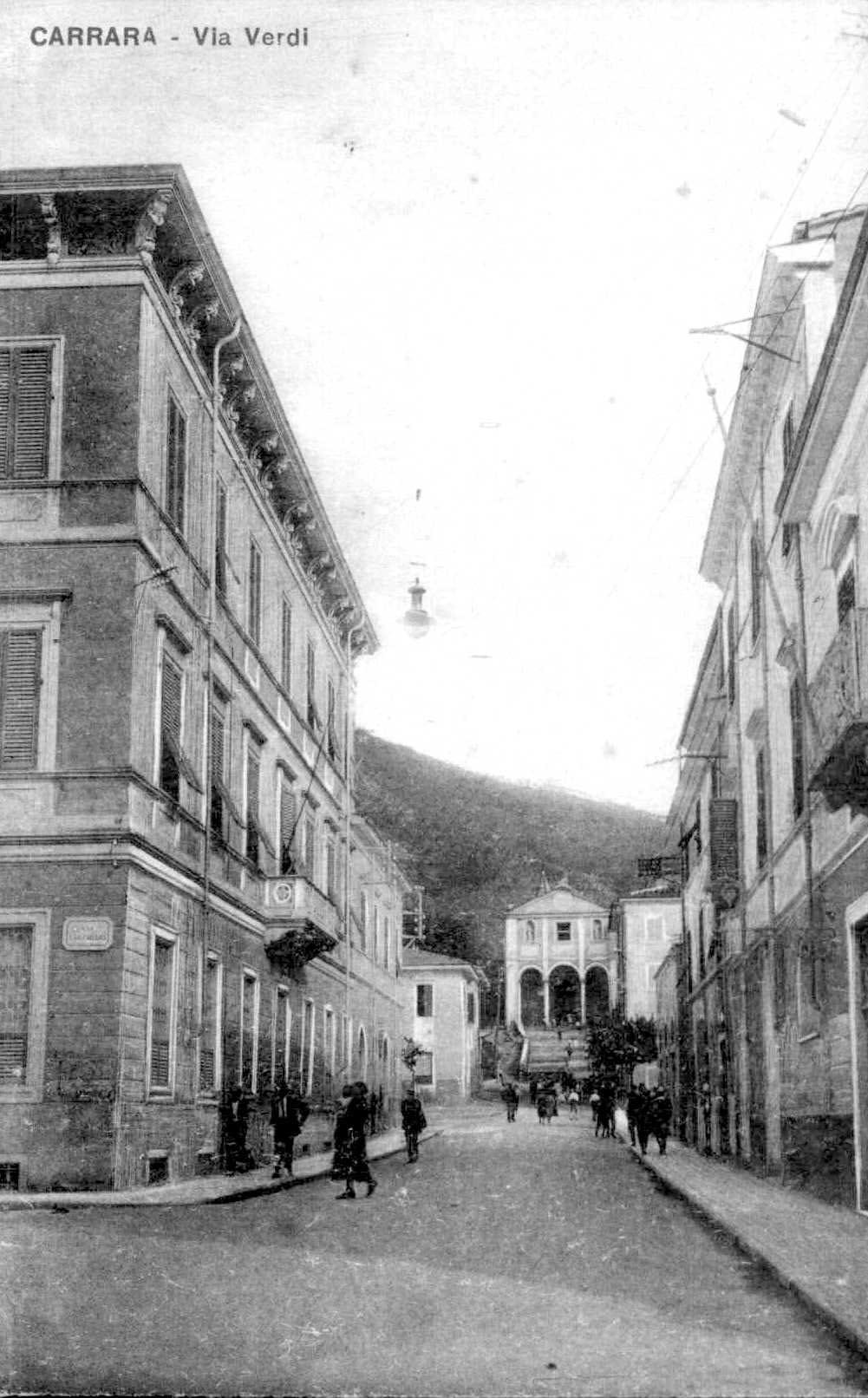 cb via Verdi ang. via Cucchiari
